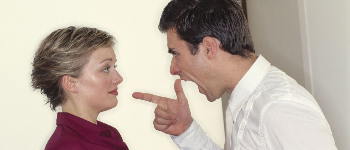 Что делать, если бывший муж угрожает физической расправой? Куда обратиться, чтобы привлечь его к ответственности? Расскажут наши опытные юристы по уголовному праву