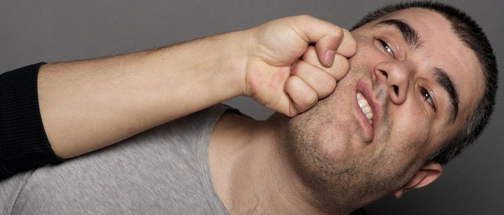 Что будет по закону, если ударил человека по лицу? Какая грозит статья УК РФ за удар по лицу? Читайте в нашей статье
