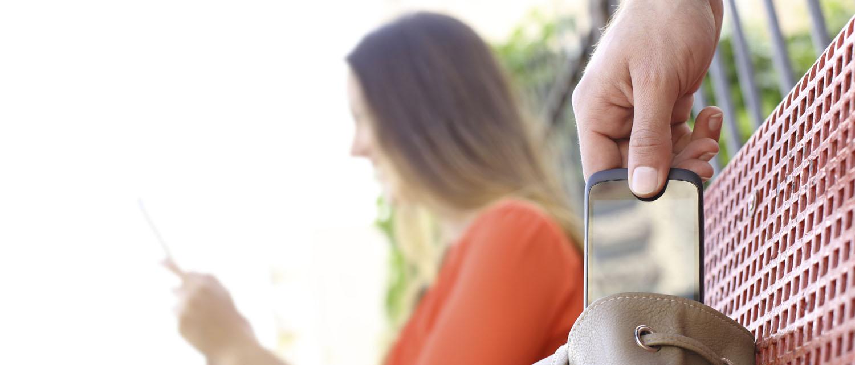 Какая ответственность предусмотрена за кражу телефона? Какое наказание ждет вора? Куда обратиться за помощью и как подать заявление о краже телефона? Читайте на нашем ресурсе по уголовному праву.
