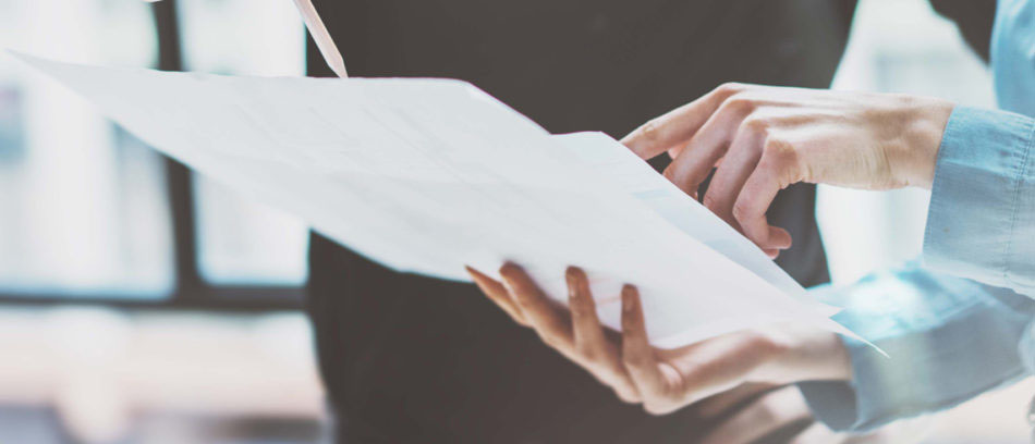 Кто может обжаловать постановление об административном правонарушении и по каким основаниям? Как грамотно написать и в какой срок подать жалобу на постановление?