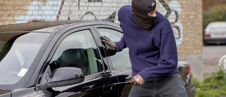 Какое наказание ждет преступника за попытку угона автомобиля? Что делать, если была совершена попытка угона машины? Стоит ли обращаться в полицию? Расскажут наши опытные адвокаты по уголовным делам.