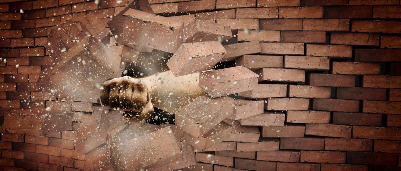 Как ст. 167 УК РФ квалифицирует порчу имущества и какую ответственность за нее предусматривает? Какое наказание грозит виновному за умышленное повреждение или уничтожение имущества? Читайте на osudili.ru