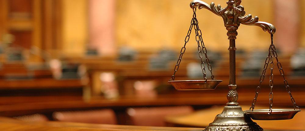 Можно ли не свидетельствовать против себя и своих близких статья? Как вести себя с полицейскими и применить ст. 51 Конституции РФ на практике?
